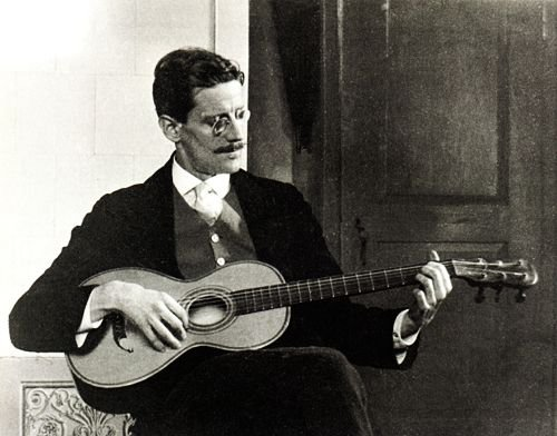 James_Joyce_in_1915
